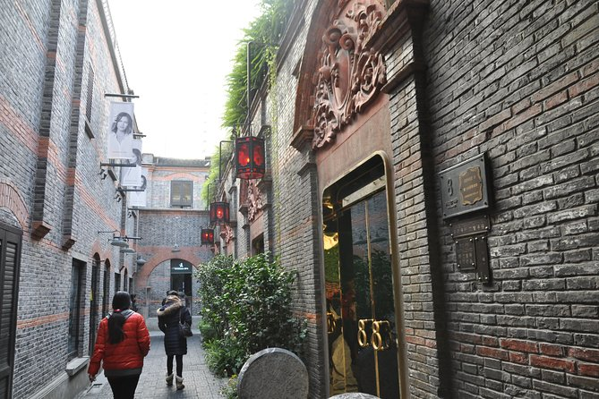 Shanghai Private Layover Tour of Zhujiajiao Ancient Town, the Bund and Xintiandi