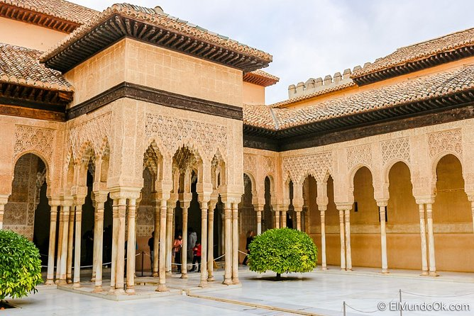 Alhambra palace Private tour with private local guide and admission tickets