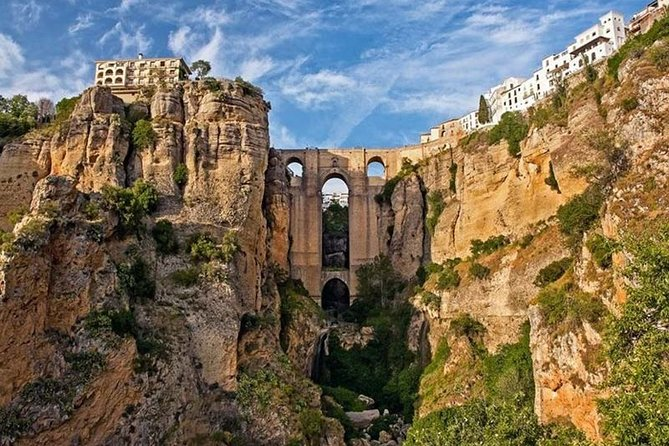 Ronda and Setenil de las bodegas Private tours from Seville fro up to 8 persons