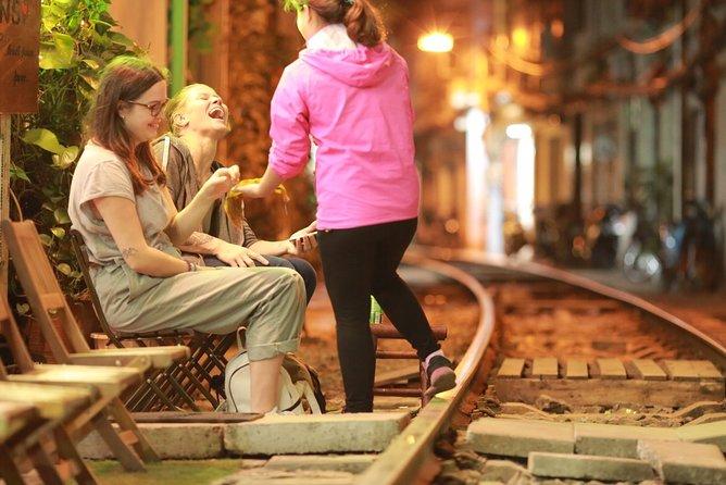Hanoi street food and go on train to the famous train street