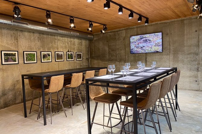 Guided wine tasting and banquet tour