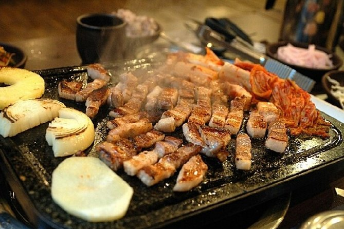 Walking tour for foodies at Tongin Market : Korean BBQ and traditional St. Food