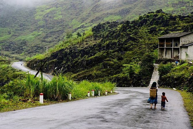 Tay Con Linh Trekking 2-Day Tour from Hanoi or Ha Giang