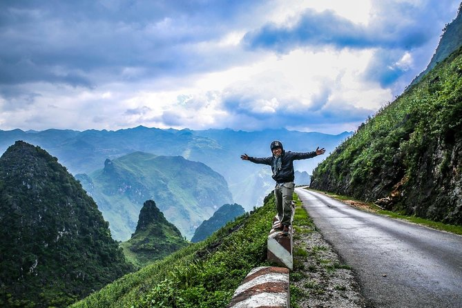 2 Day Trekking Tour from Ha Giang to Thon Tha and Khuoi Villages