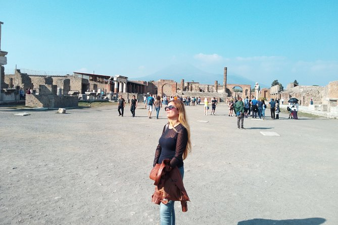 Pompeii Skip-the-Line with Lunch and Wine Tasting from Rome