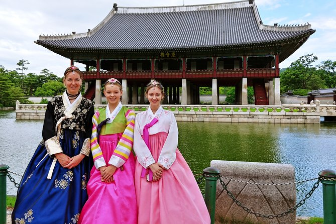 Private Seoul Highlight tour with Hanbok Experience