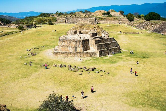 Half-Day Oaxaca Monte Alban Walking Tour with Guide and Pickup