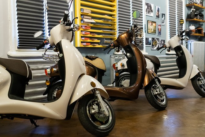 Kumpan 1953 Electric Moped for Rent - 50km range/charge