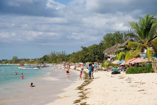 Half-Day Montego Bay Doctor's Cave Beach Private Tour