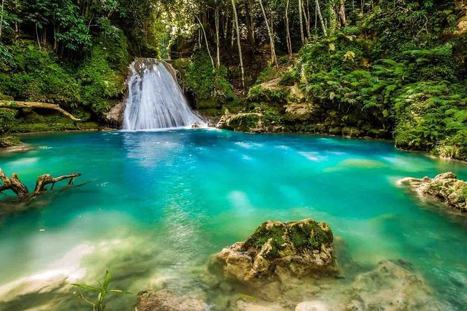 Ocho Rios Blue Hole Falls and River Tubing Private Experience