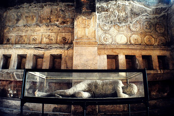Full-Day Private Guided Tour to Pompeii Amalfi and Positano