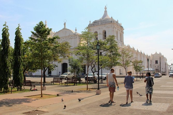 Small-Group walking excursion of León City
