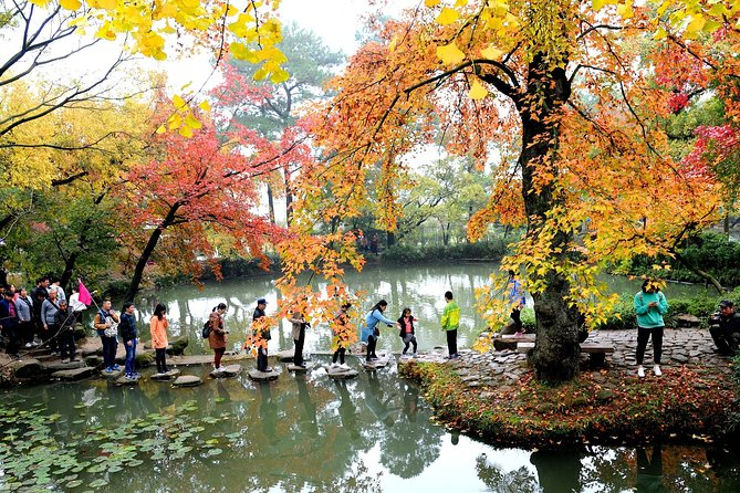 Private Day Tour to Tianping Mountain and Mudu Water Town