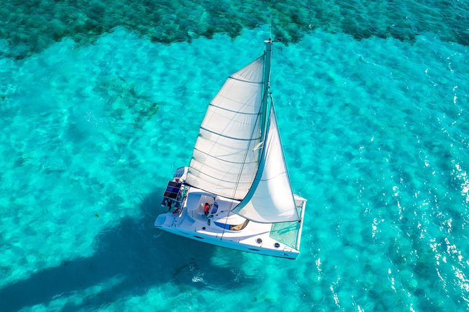 Full-Day Sailing Trip to Isla Mujeres from Cancun with Lunch
