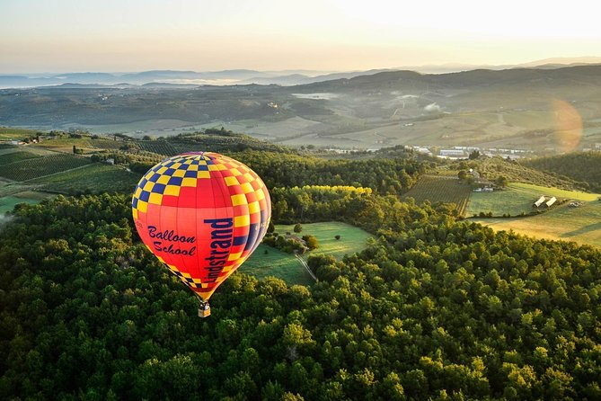 Hot air balloon flight in Chianti with wine tasting