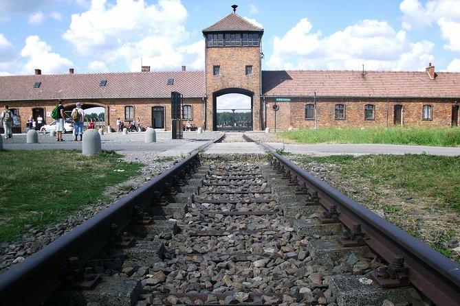 Viagem diurna com tudo incluído ao Museu de Auschwitz Birkenau e à mina de sal com guia local