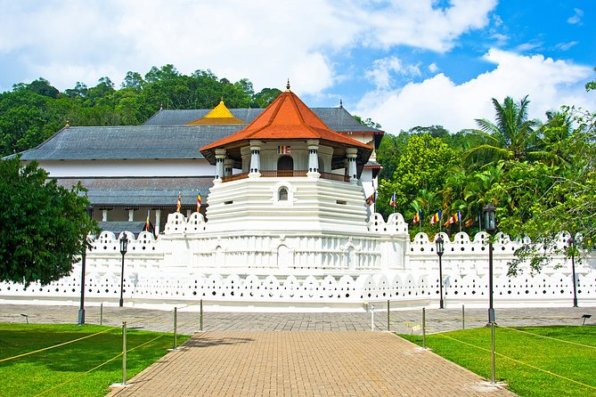 Kandy and Spice Garden Private Full-Day Tour from Colombo