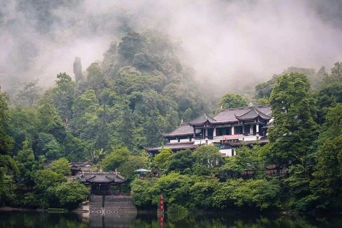 Private Qingcheng Mountain and Dujiangyan Irrigation System Tour from Shenzhen