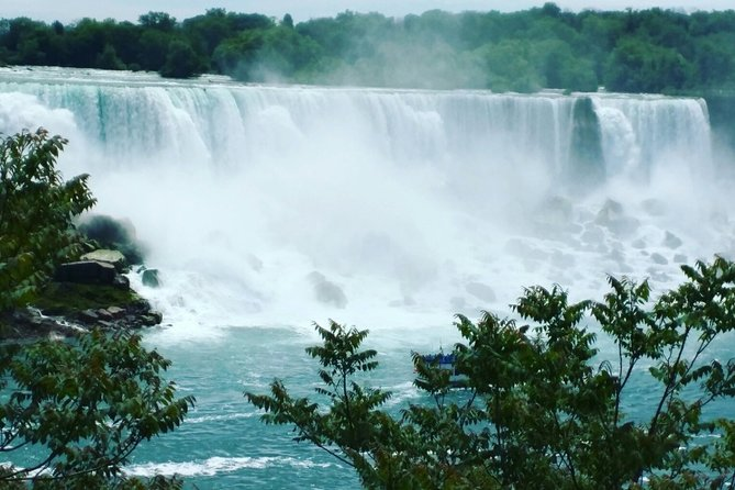 Private Tour of Niagara Falls with Lunch and Boat in Luxury
