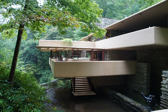 Fallingwater's cantilevers mimic the outcroppings of nearby natural ledges