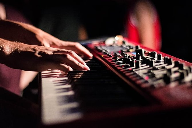 Withlocals Italian Music Quiz and Live Keyboard Concert Virtual Experience