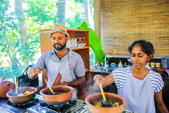 Private Sri Lankan Cooking Class Experience with a Family