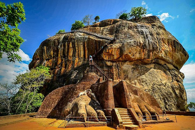 Full-Day Hop-On Hop-Off Tour of Sigiriya from Kandy with Lunch