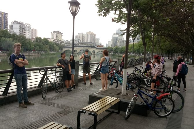 Private Tour of Chengdu Renmin Park and Tianfu Square by Bike