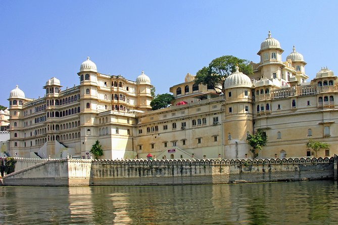 6-Day Private Sightseeing Tour of Udaipur Lakes and Desert