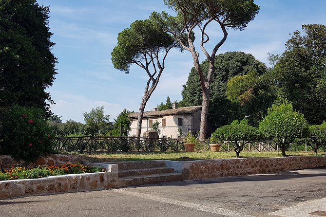 Half-Day Private Tour to Appia and San Callisto Catacombs