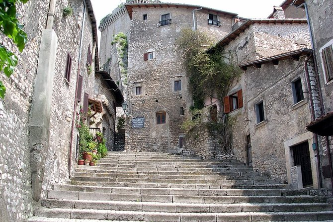 Private Day Trip to Sermoneta and Ninfa Gardens from Rome