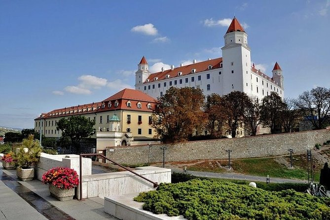 Budapest Private Transfer from or to Prague with optional Bratislava stop