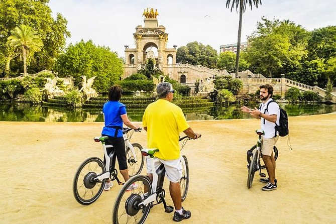 Barcelona E-Bike Sightseeing Tour with Sagrada Familia Ticket