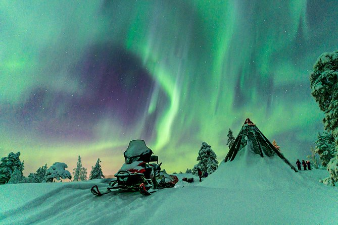 Northern Lights Snowmobile Driving Safari
