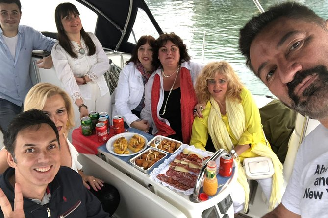 Private Sailing Trip from Barcelona Olympic Port with Lunch