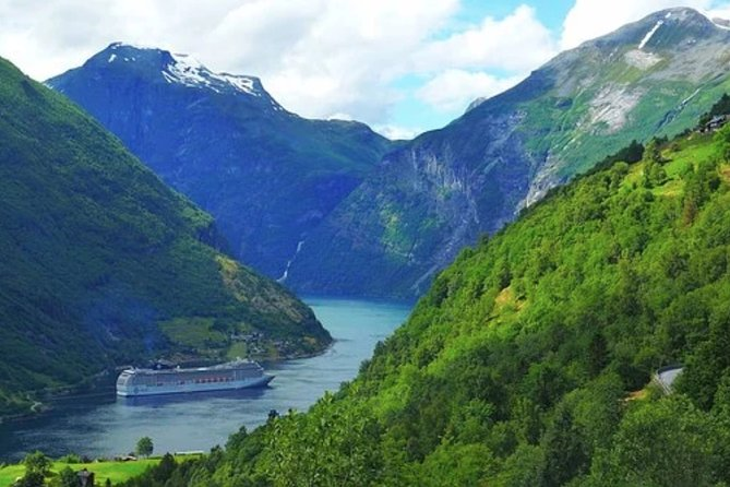 Guided Hop-on Hop-off Tour of Geiranger Highlights
