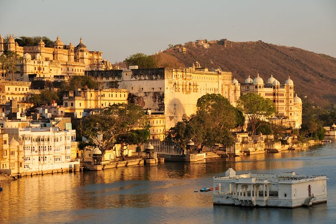 Private Half-Day Guided Tour of Udaipur City Palace Museum