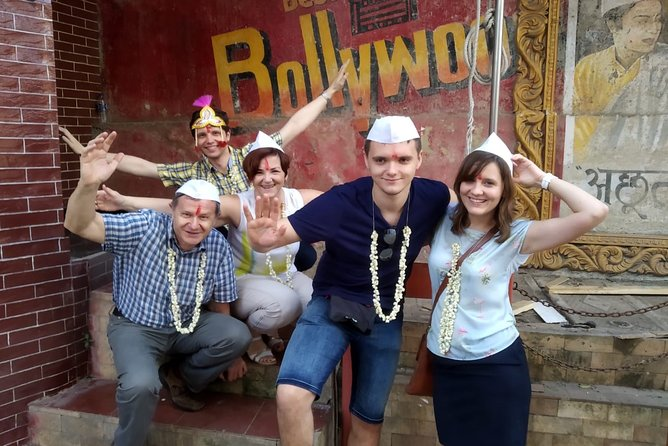 Private Mumbai City Tour and Bollywood Tour Combo with Lunch and Transport