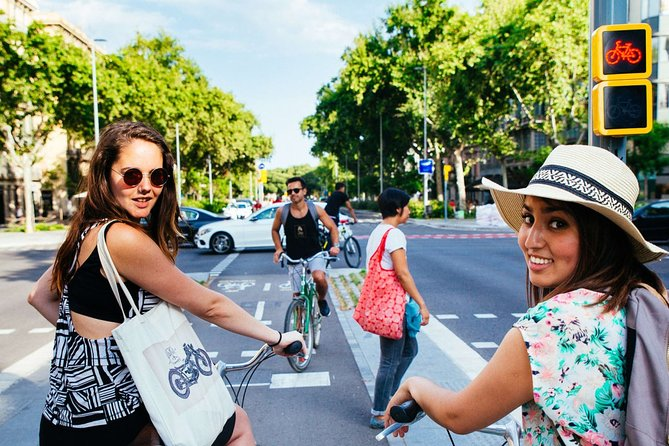 3 Hours Cycling Tour in Barcelona with Local Guide