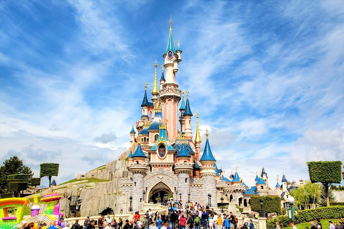 Disneyland Paris: Entrance ticket with private transfer