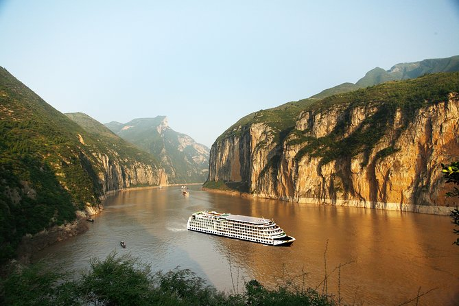 8-Day Private tour from Chengdu to Chongqing and Yangtze River Cruise