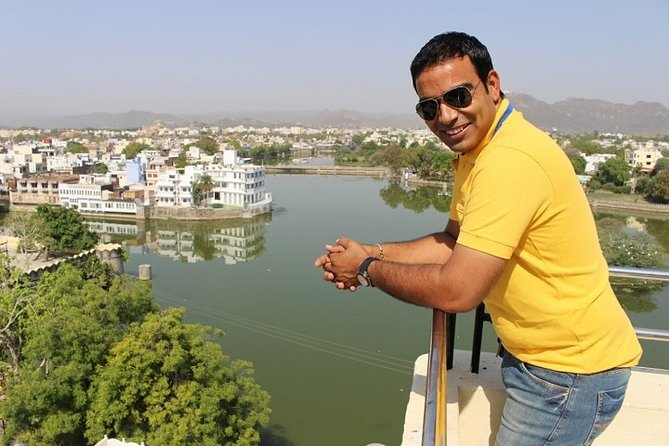 Private Full Day Sightseeing Tour of Lake City Udaipur by Car & Driver