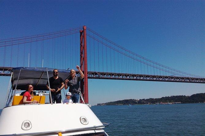 Navigate the Tagus! Catamaran Tour in Lisbon - 600Hp - 2H - 10 Pax