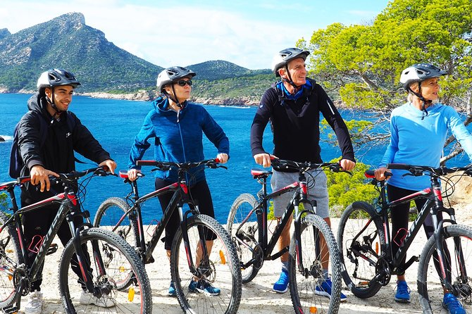 Explore with us Sant Elm and its surroundings on a mountain bike tour and visit an original Mallorcan Finca