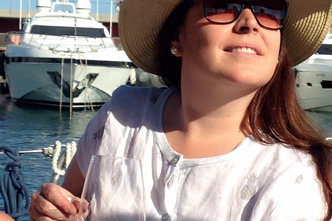 Wine tasting in a boat trip in Barcelona