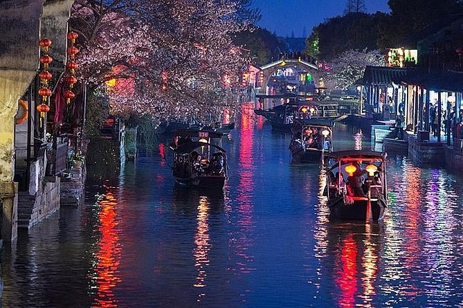 Xitang Water Town Private Night Tour from Hangzhou with Dinner