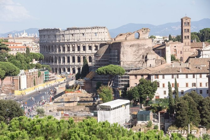 Express Colosseum Tour with Skip-the-line Entry and Professional Guide