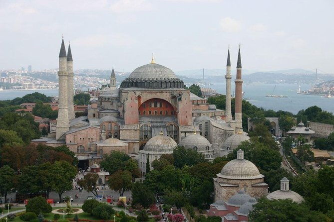 Private Istanbul Tour : By public transportation (Walking or Tram or Ferry )