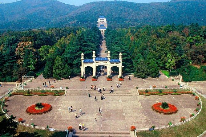 Private Nanjing Layover Tour to Sun Yat-sem Mausoleum and Xiaoling Tomb