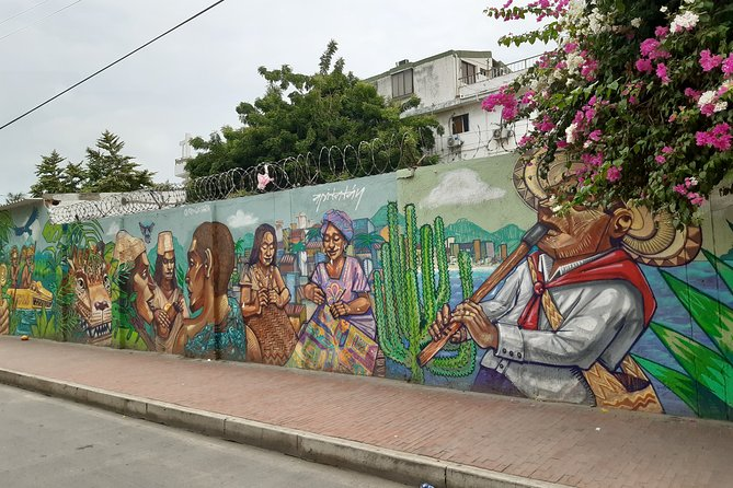 Graffiti Tour in Santa Marta Old City